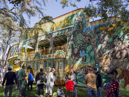 Temple City, FEB 24: Fun thrill rides of 74th Camellia Festival Parade on FEB 24, 2018 at Temple City, Los Angeles County, California Éditoriale