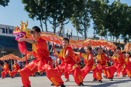 Temple City, FEB 24: Chinese dragon dance of the famous 74th Camellia Festival Parade on FEB 24, 2018 at Temple City, Los Angeles County, California Editoriali