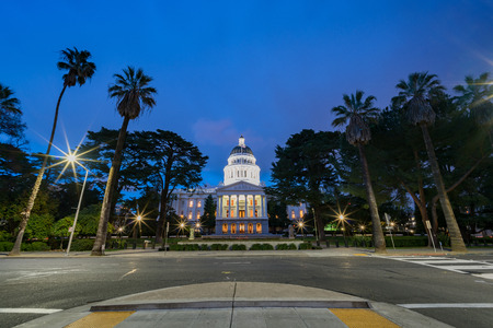 Night view of the historical California State Capitol  at Sacramento, California 報道画像