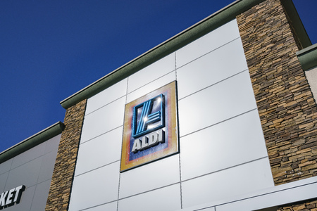 Los Angeles, MAR 19: Exterior view of the ALDI grocery store on MAR 19, 2018 at Los Angeles, California 에디토리얼