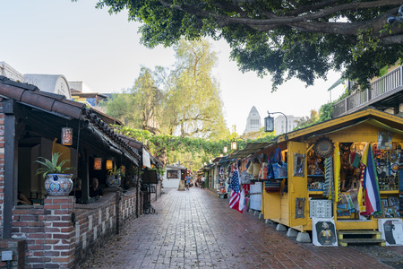 Los Angeles, JUL 12: Afternoon view of the famous Olvera Street on JUL 12, 2018 at Los Angeles, California 報道画像