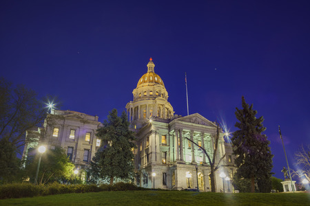 Night view of the historical Colorado State Capitol, United States 에디토리얼