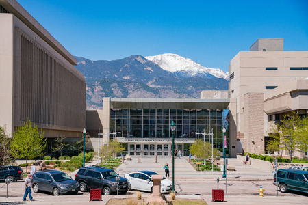 Colorado Springs, MAY 4: Street view with snow mountain on MAY 4, 2017 at Colorado Springs, Colorado Stock Photo - 106041937