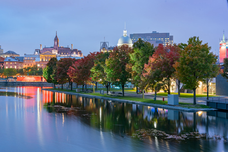 Twilight view of the Montreal skyline with Bonsecours Market at Montreal, Quebec, Canada 版權商用圖片 - 116599611