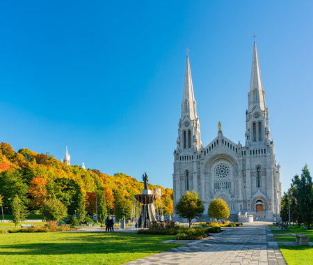 Exterior morning view of the Basilica of Sainte-Anne-de-Beaupre church at Quebec, Canada Reklamní fotografie