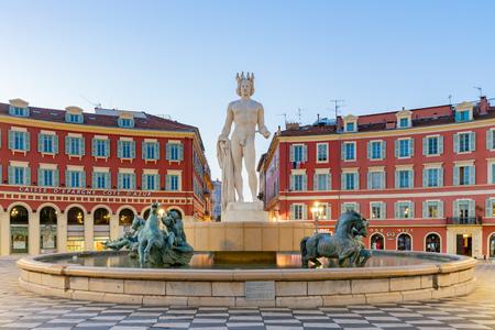 Beautiful building, staute around Place Massena at Nice, France Standard-Bild - 118528446