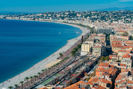 Aerial morning view of the famous Angel's Bay with downtown cityscape from Castle Hill, Nice at France Standard-Bild - 118529798