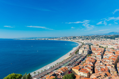 Aerial morning view of the famous Angel's Bay with downtown cityscape from Castle Hill, Nice at France Standard-Bild - 118529799