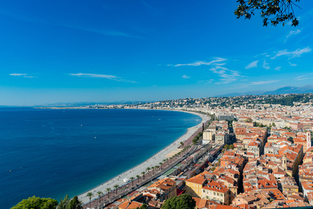 Aerial morning view of the famous Angel's Bay with downtown cityscape from Castle Hill, Nice at France Standard-Bild - 118529826