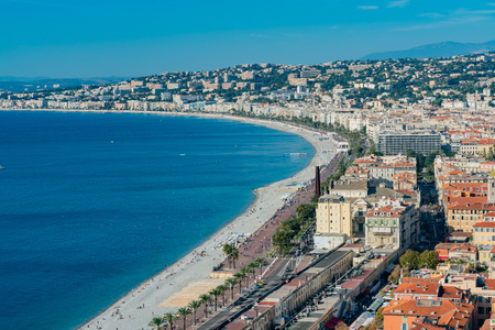 Aerial morning view of the famous Angel's Bay with downtown cityscape from Castle Hill, Nice at France Standard-Bild - 118529827