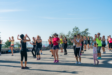Nice, OCT 20: Many women doing exercise in the Castle Hill on OCT 20, 2018 at Nice, France 写真素材 - 118528677