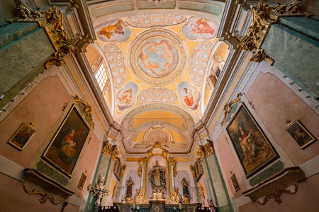 Nice, OCT 21: Interior view of the historical Church of Our Lady of the Assumption of Eze on OCT 20, 2018 at Nice, France 新聞圖片