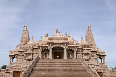 Außenansicht des berühmten BAPS Shri Swaminarayan Mandir in Chino Hills, Kalifornien