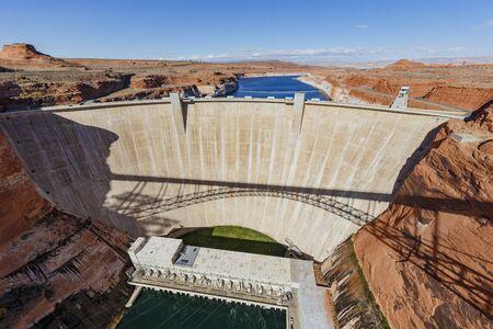 Der berühmte Glen Canyon Dam rund um den Lake Powell, Page, Arizona