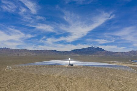 Aerial view of the solar tower of the Ivanpah Solar Electric Generating System at California 版權商用圖片