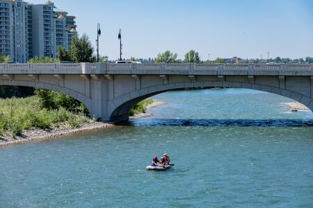 Calgary, AUG 3:  People playing under  the famous Louise Bridge on AUG 3, 2019 at Calgary, Canada 写真素材 - 129534521
