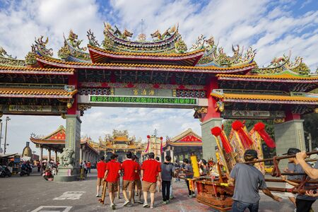 Yunlin, 24 de noviembre: Desfile de dioses tradicionales especiales del templo Santiaolun Haiqing el 24 de noviembre de 2013 en Yunlin, Taiwán