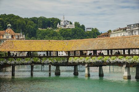 The beautiful Chapel Bridge and cityscape at Lucerne, Switzerland 免版税图像