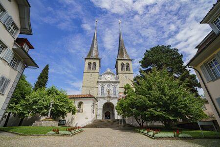 The famous and historical Church of St. Leodegar, Lucerne, Switzerland 免版税图像