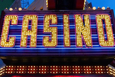 Close up shot of a Casino text neon sign at Las Vegas, Nevada 免版税图像