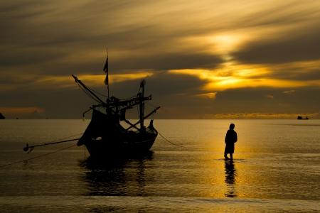crepuscle: Coastal fishermen