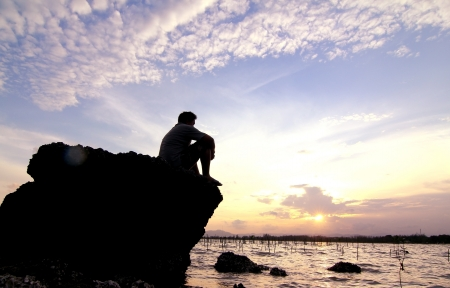 hombre solo: Mar solitario solo. Foto de archivo