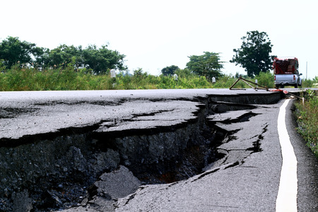 collapsed: collapsed road