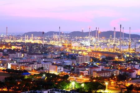 paesaggio industriale: Paesaggio vista di una raffineria di petrolio. Archivio Fotografico