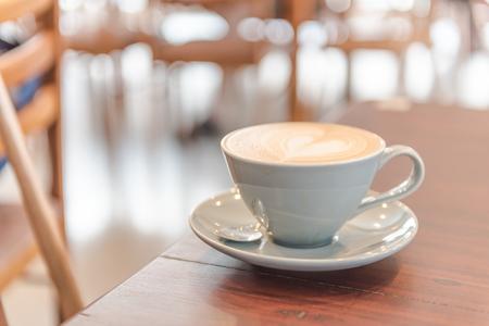 close-up latte koffie. in winkel of café