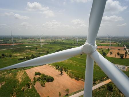 turbina eolica . Sviluppo sostenibile, concetto di energia rinnovabile e rispettoso dell'ambiente.