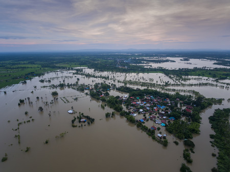 Inundación de agua en Sakon Nakhon, Tailandia