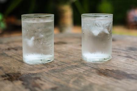 vasos de agua: dos vasos de agua
