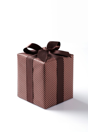 brown gift box on white background brown Gift box with brown ribbon  Banco de Imagens
