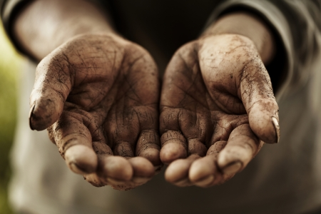 manos sucias: manos de agricultores