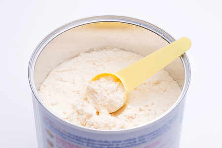 Baby milk powder in cans that open with a spoon. Foto de archivo