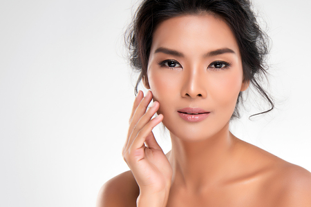 Beautiful Young Asian Woman with Clean Fresh Skin look away, Girl beauty face care. Facial treatment, Cosmetology, beauty and spa. Standard-Bild