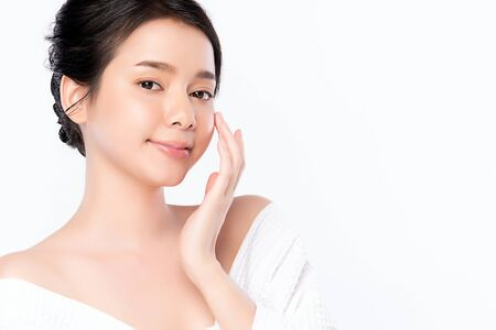 Beautiful Young Asian Woman with Clean Fresh Skin. Face care, Facial treatment, Cosmetology, beauty and healthy skin and cosmetic concept, woman beauty skin isolated on white background. Standard-Bild