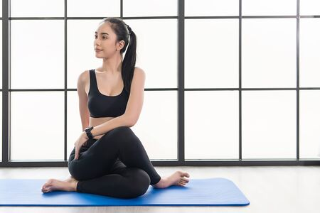 beautiful young Asian Woman in is exercise on her yoga class. Working out in fitness studio. Stockfoto