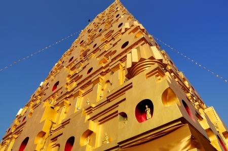 gaya: Thai golden Bodh Gaya in Sangkhlaburi, Thailand