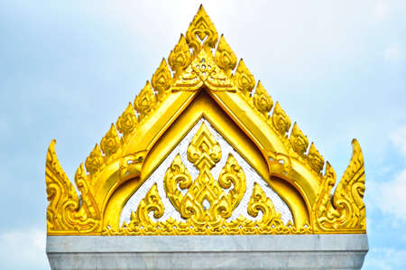 buddhist temple roof: Wat Traimit buddhist temple roof, Bangkok, Thailand