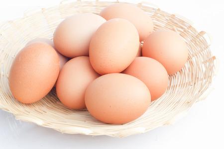 huevos en el fondo blanco.