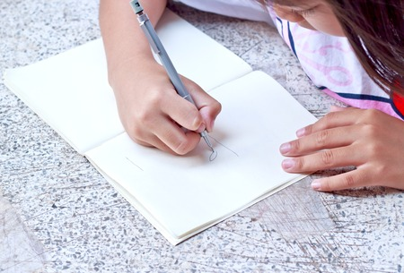「note girl drawing」の画像検索結果