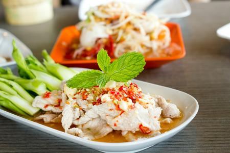 chinesisch essen: Gedämpfte Kräuter Schweinefleisch mit Kalk, Thai-Food-Stil. Lizenzfreie Bilder