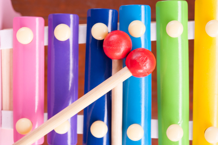 xilofono: Wooden toy xylophone in rainbow colors. Educational toy for kids and toddlers