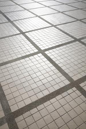 正方形のパターンのタイルの床