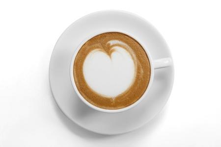 tazas de cafe: Vista superior de una taza de café con arte del latte sobre fondo blanco Foto de archivo