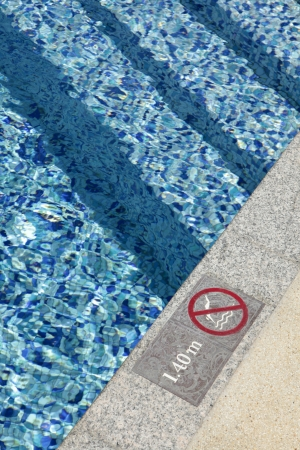 no diving sign: No diving sign at the pool