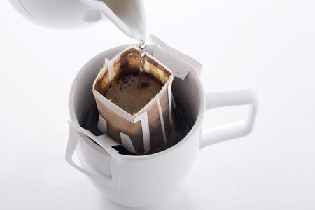 Instant vers gezet kopje koffie, Drip tas verse koffie