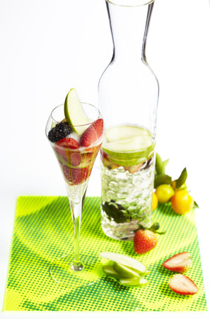 sparkling water: Sparkling water with sliced fruit for refreshing