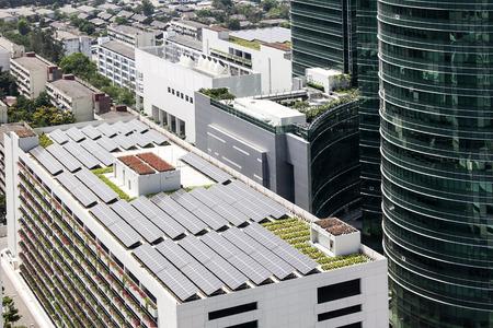 建物に太陽光発電屋上